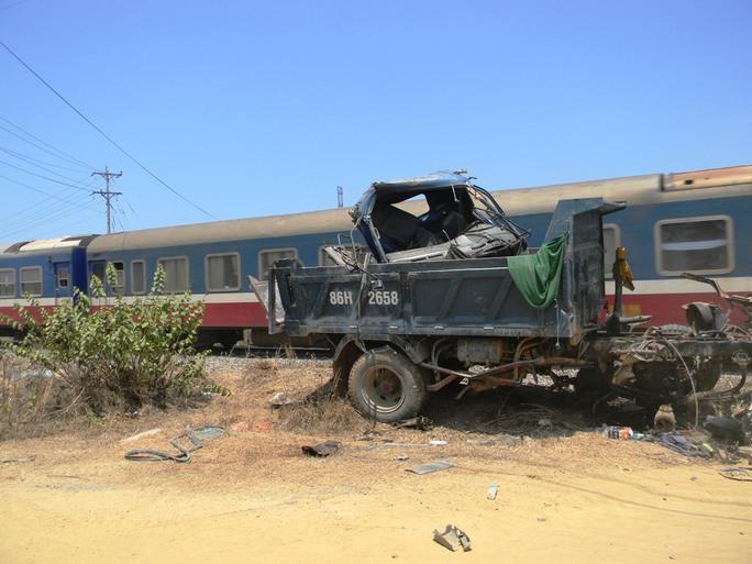 Tàu hỏa tông xe ben, tài xế tử vong