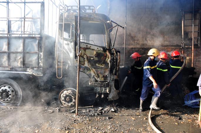 Vụ cháy khiến nhiều tài sản bị hư hại nặng nề. Ảnh: Tử Trực