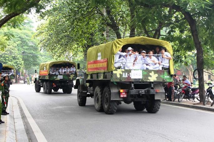 Trên xe chở lực lượng diễu binh kỷ niệm Quốc khánh  2-9