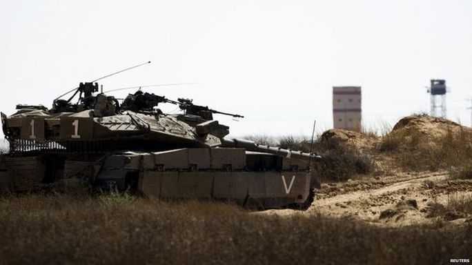 Quân đội Israel đóng dọc biên giới Ai Cập đang trong tình trạng báo động. Ảnh: Reuters