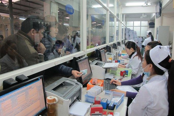 Thủ tục rườm rà khi mua BHYT theo hộ gia đình khiến người dân ngừng mua BHYT, chấp nhận trả tiền khi khám chữa bệnh