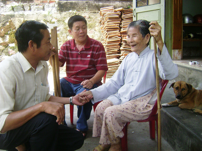 Mẹ Nguyễn Thị Đảo xúc động khi nghe tin sắp tới, Tổng LĐLĐ Việt Nam sẽ xây dựng tượng đài Gạc Ma