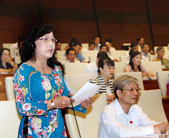 """ĐB Nguyễn Thị Kim Bé (Kiên Giang): """"Bộ trưởng sẽ nói gì với bà con về nông sản ùn ứ và làm thế nào để họ yên tâm?""""Ảnh: TTXVN"""