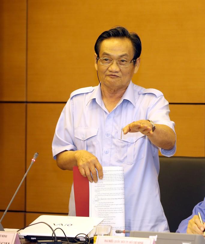Đại biểu Trần Du Lịch (TP HCM): Nếu chậm trễ trong việc xây dựng  sân bay Long Thành sẽ khiến chúng ta không trở tay kịp Ảnh: THẾ DŨNG