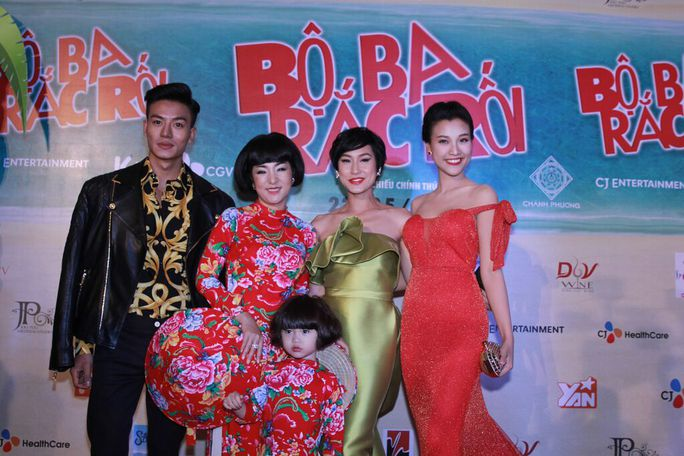 Các diễn viên trong phim: Thúy Nga, Hoàng Oanh, Kathy Uyên và Hiếu Nguyễn