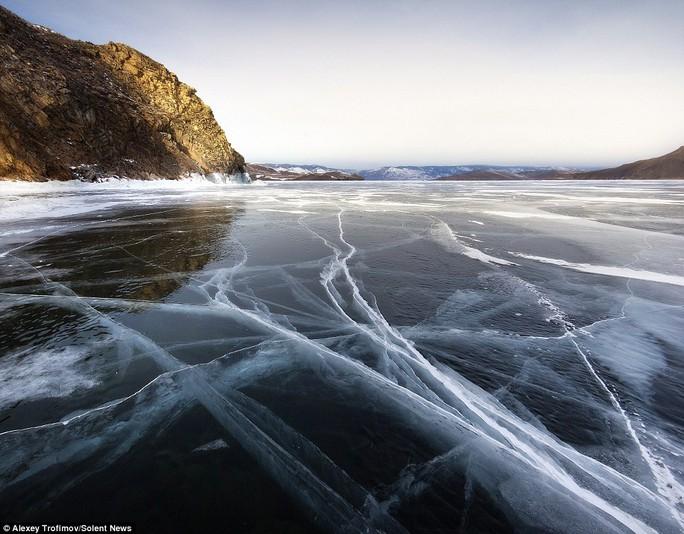 Baikal là hồ nước ngọt lớn nhất thế giới và cũng được cho là hồ cổ nhất, sâu nhất thế giới