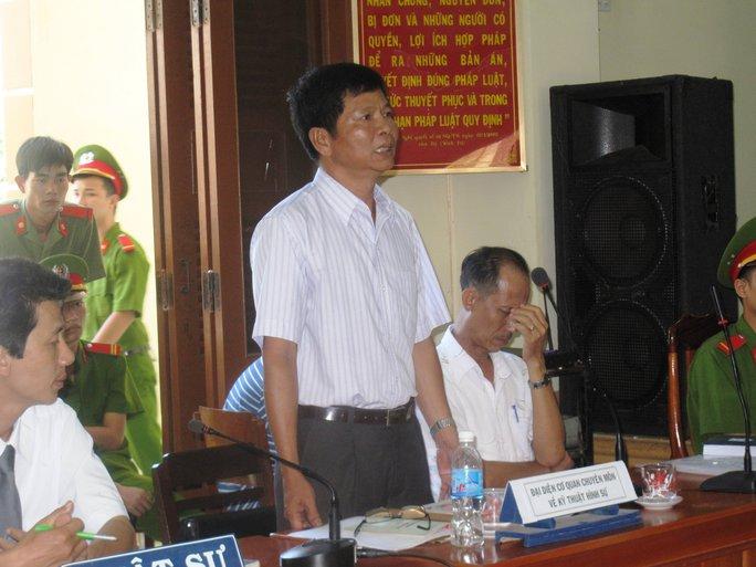 Thượng tá Lương Tấn Nhựt cho rằng các vết thương mà LS Đôn nghi cháy do roi điện chỉ là vết xây xát cũ