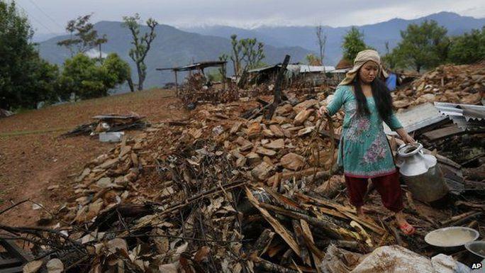 Khu vực Gorkha, một trong những nơi bị động đất tàn phá nặng nề nhất, vẫn chưa nhận được cứu trợ. Ảnh: AP