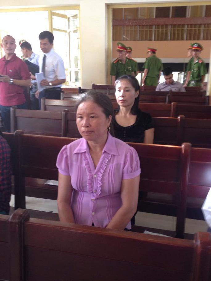 Bà Nguyễn Thị Lành, mẹ kế của Chung, có mặt tại phiên toà