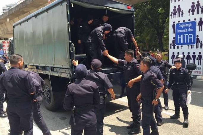 Cảnh sát dược triển khai ở Kuala Lumpur. Ảnh: Straits Times