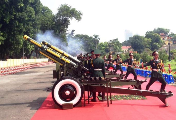 Để đảm bảo phục vụ lễ Quốc khánh, chiến sĩ Lữ đoàn Pháo binh Tất Thắng (Binh chủng Pháo binh) đã liên tục tập luyện trong nhiều ngày qua