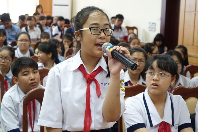 Học sinh Trần Nguyễn Thụy Khanh nêu bức xúc với lãnh đạo ngành giáo dục TP HCM