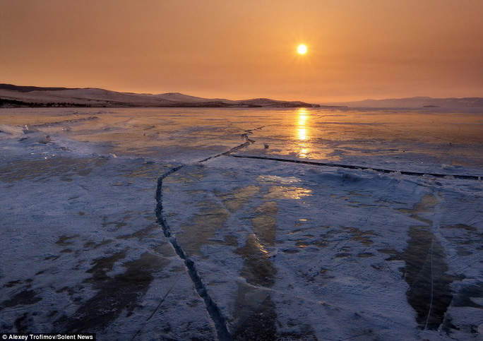 """Alexey Trofimov ở tại một hòn đảo trên hồ và mô tả những gì ông thấy thật """"kỳ diệu"""" và """"siêu nhiên"""""""