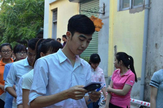 Nhiều học sinh tỏ ra lo lắng trước giờ thi