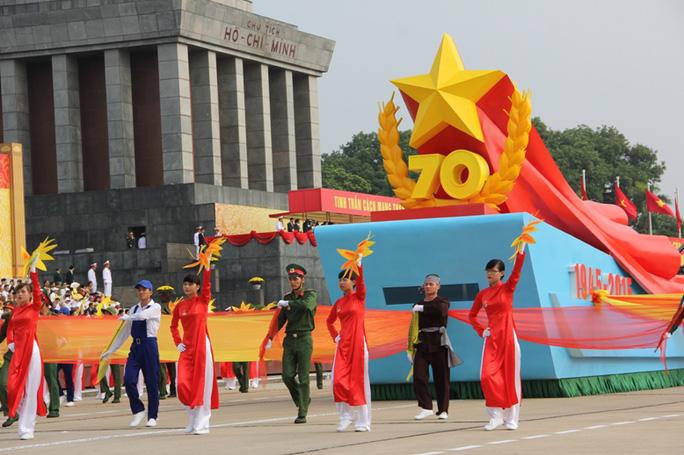 Lễ diễu binh chào mừng Quốc khánh tại Quảng trường Ba Đình, Hà Nội sáng 2-9 - Ảnh: Văn Duẩn