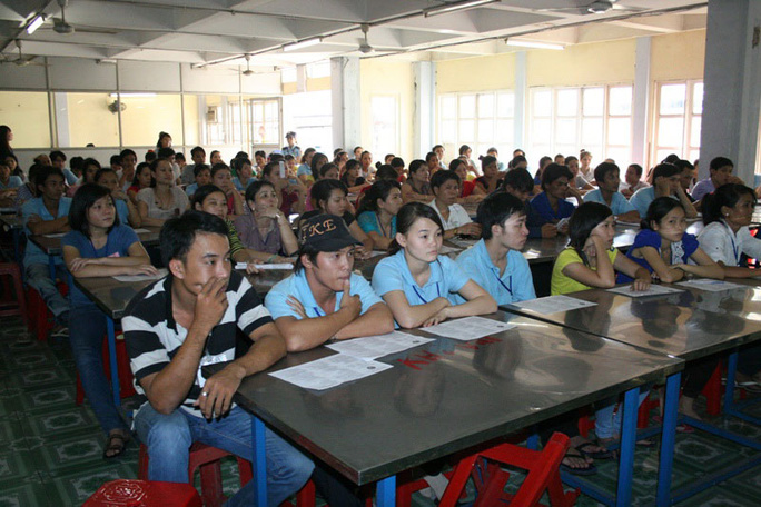 Công nhân Công ty Shing Việt (quận Thủ Đức, TP HCM) tại một buổi tư vấn pháp luật do Công đoàn cơ sở tổ chức