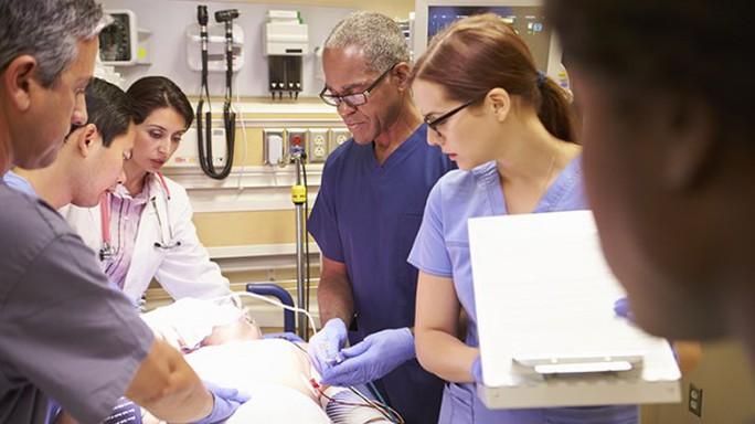 6 căn bệnh lây nhiễm nguy hiểm đến bác sĩ cũng sợ