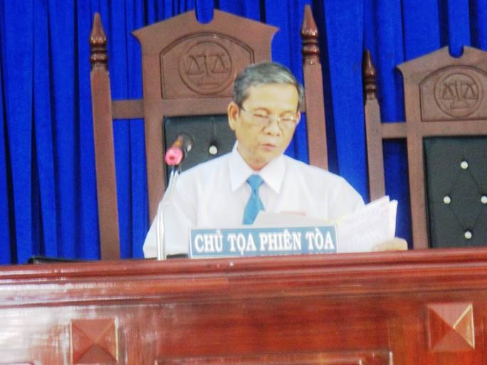 Chủ tọa Nguyễn Phi Đô công bố các lời khai của các nhân chứng vắng mặt