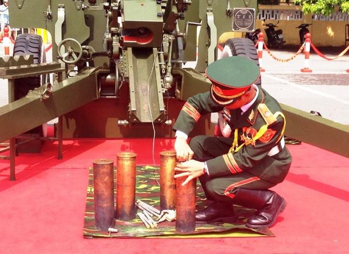 Đạn bắn đại bác loại 105 mm phục vụ việc bắn đại bác trong dịp lễ do nhà máy Z113 (Tổng cục Công nghiệp Quốc phòng - Bộ Quốc phòng) là đơn vị đảm nhận sản xuất. Được biết đây không phải loại đạn thật, chỉ nổ tại nòng pháo, giảm khói, thao tác thuận lợi và tiếng nổ đanh giòn, đảm bảo an toàn