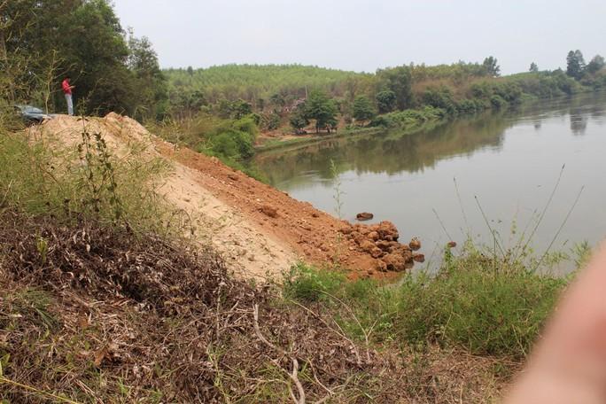 Thượng nguồn sông Đồng Nai đã bị lấp cả tháng nay nhưng trách nhiệm vẫn  chưa rõ ràng