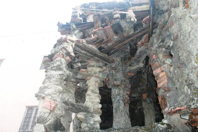 Và mặt sau của căn nhà