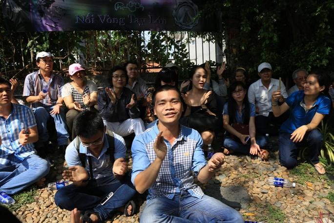 Và họ vô tư hát những bản nhạc của Trịnh Công Sơn