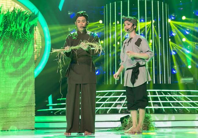 Cảnh trong trích đoạn vở Bên cầu dệt lụa được trình diễn trong chương trình truyền hình Gương mặt thân quen 2015, phát trên sóng VTV3. (Ảnh do chương trình cung cấp)