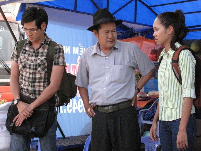 Nghệ sĩ Thanh Nam và 2 diễn viên trẻ Tường Vy, Phùng Ngọc Huy trong một cảnh quay thử (Ảnh do nhà sản xuất cung cấp)