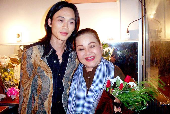 NSND Ngọc Giàu và nghệ sĩ Hoài Linh