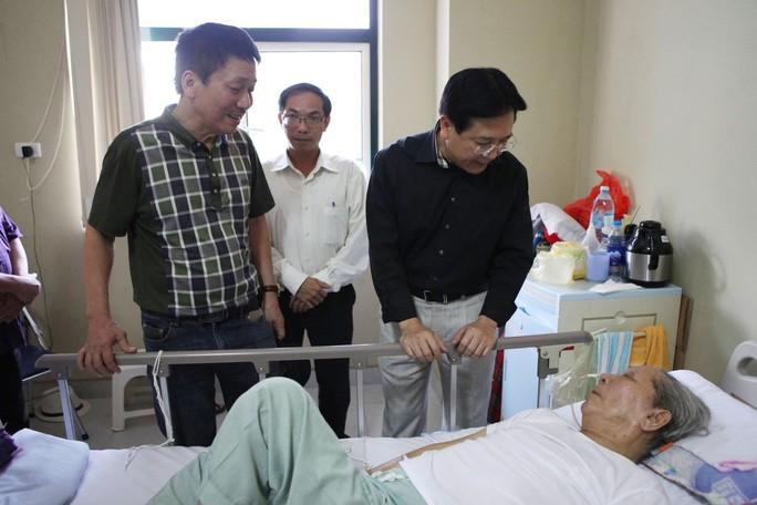 Thứ trưởng Vương Duy Biên và nhạc sĩ Phú Quang thăm hỏi nhạc sĩ Hoàng Vân Ảnh:  MINH ƯỚC