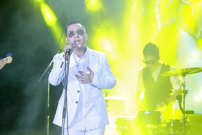"""Ca sĩ Tuấn Hưng trình diễn trong """"Bài hát yêu thích"""" đêm 17-7, chương trình mà anh tuyên bố sẽ không bao giờ tham gia Ảnh: SAO MAI"""