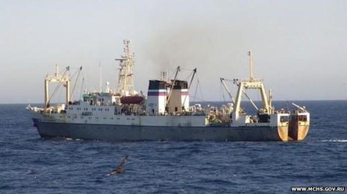 Tàu cá bị chìm trong vòng 15 phút. Ảnh: mchs.gov.ru
