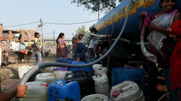 Đây là một thực trạng ở khu vực Sangam Vihar - Ấn Độ. Ảnh: BBC