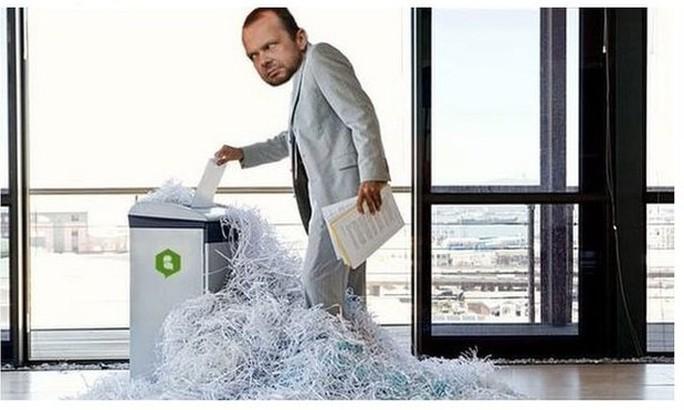 Ảnh chế: Woodward nổi điên khi không thể fax hồ sơ De Gea sang Real