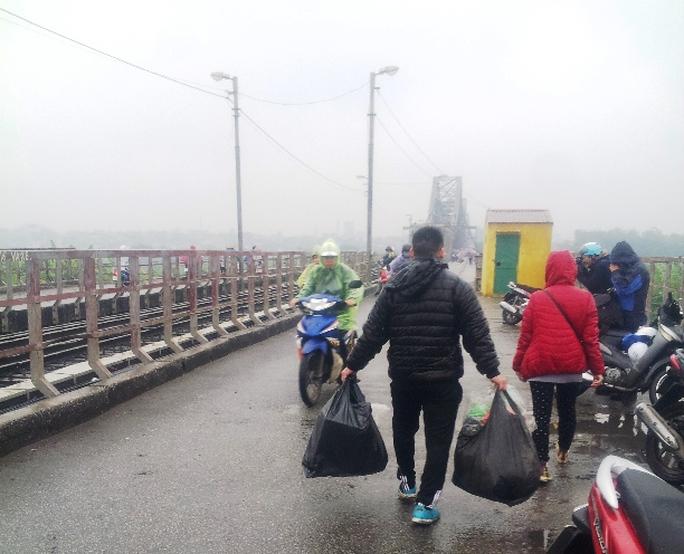 Những túi rác này sẽ được giao cho đội vệ sinh môi trường xử lý