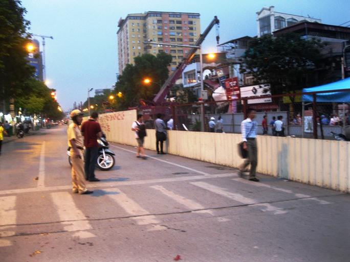 Tuyến đường Cầu Giấy được cơ quan phong tỏa, không cho phương tiện qua lại