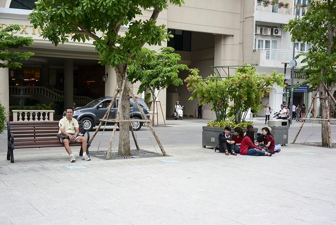Hiện số lượng ghế lắp đặt còn quá ít so với nhu cầu của người dân, du khác Ảnh: Thăng Bình