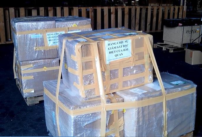 Lô hàng tân dược được khai báo là hộp khuôn đúc bằng sắt được hải quan sân bay phát hiện.  Ảnh: Chi cục hải quan sân bay Tân Sơn Nhất cung cấp