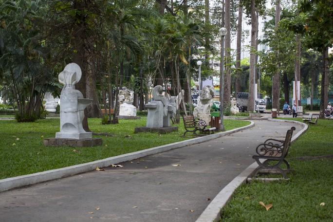 Vườn tượng điêu khắc bằng đá tại Công viên Tao Đàn (TP HCM) Ảnh: LÊ NGỌC