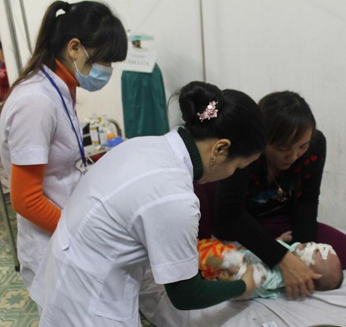 Cháu Linh đang được điều trị tại bệnh viện.