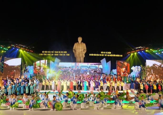 Tiết múc dân ca ví, giặm hoành tráng tại lễ đon bằng của UNESCO.