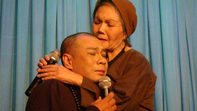 NSƯT Út Bạch Lan và Tô Châu trong một trích đoạn cải lương về ngày Phật đản