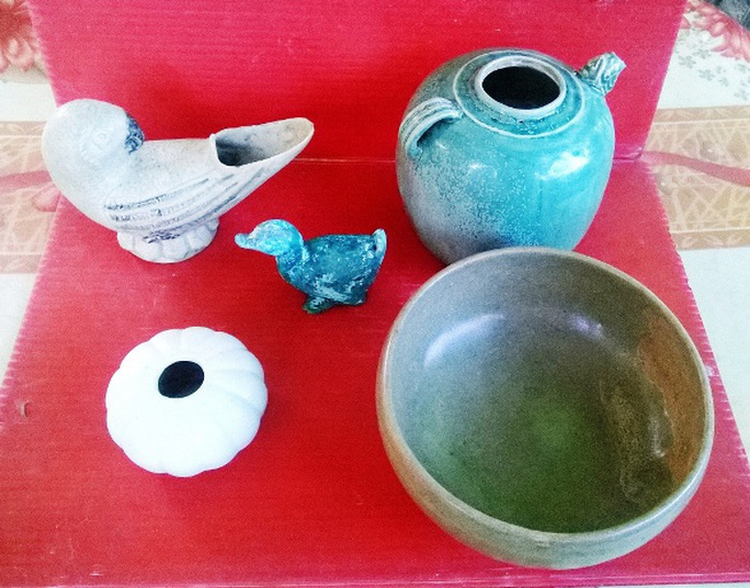 Nhóm đồ cổ được lưu giữ tại nhà thầy giáo Nguyễn Văn Minh