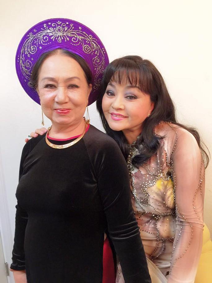 Ca sĩ Hồng Vân và Hương Lan tại Mỹ