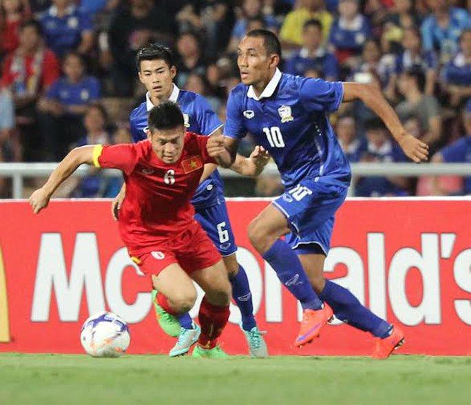 Minh Châu cũng nhận thẻ vàng vì chơi xấu