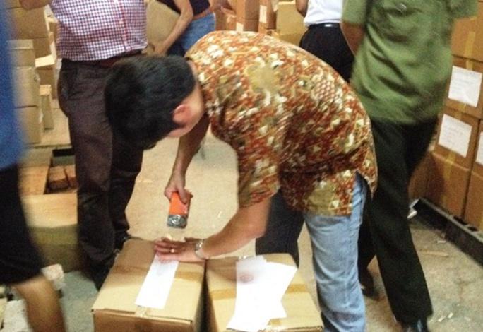 Số sách lậu đang được Đoàn liên ngành dán tem niêm phong