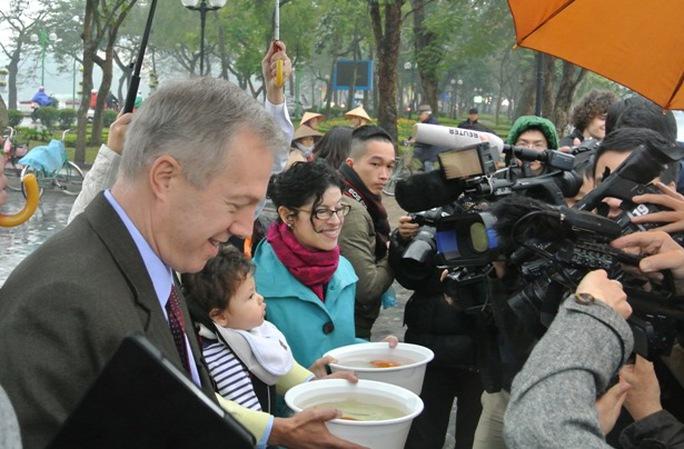 Hoạt động ý nghĩa này của Đại sứ quán Mỹ thu hút sự quan tâm của đông đảo báo giới