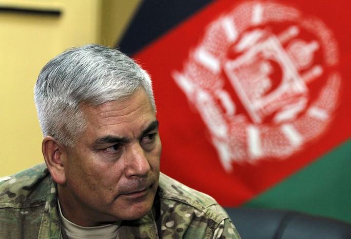 Tướng John F. Campbell thông tin IS tiến hành chiến dịch truyền thông xã hội phức tạp nhằm thu hút các tay súng Taliban ở Afghanistan và Pakistan. Ảnh: AP