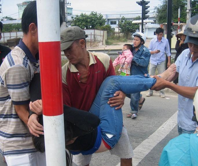 Đi chơi Tết Dương lịch, ba mẹ con gặp nạn trên đường