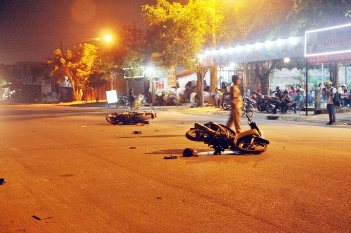 Né 2 thanh niên chạy ngược chiều, một thanh niên đã gây nạn cho mình và người khác tại quận Bình Tân